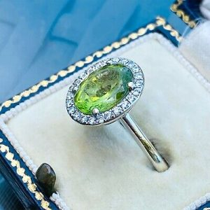 Gorgeous, 18ct, 18k, 750 white Gold Peridot and Diamond (2.78ct) cluster ring