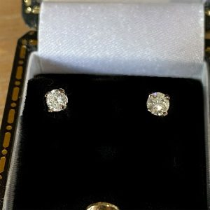 Classic pair of 9ct white Gold solitaire Diamond 0.34ct, stud Earrings