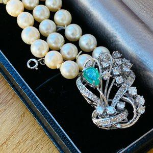 Cultured Saltwater 8mm Pearl bracelet on Platinum Emerald & diamond 2.40ct clasp