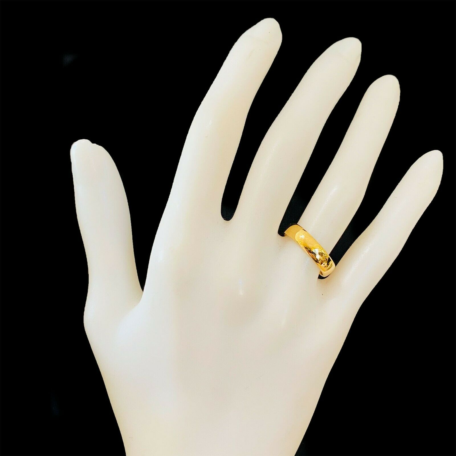 Vintage 22ct, 22k, 980 solid yellow gold D-shaped wedding ring