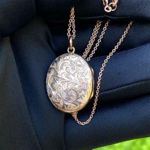 Victorian 9ct, 9k, 375 Rose Gold foliate & Ivy engraved Oval locket, 21 x 33.5mm