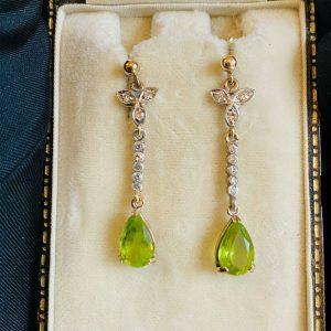Fabulous 18ct, 18k, 750 Gold, Peridot & Diamond drop / dangle earrings