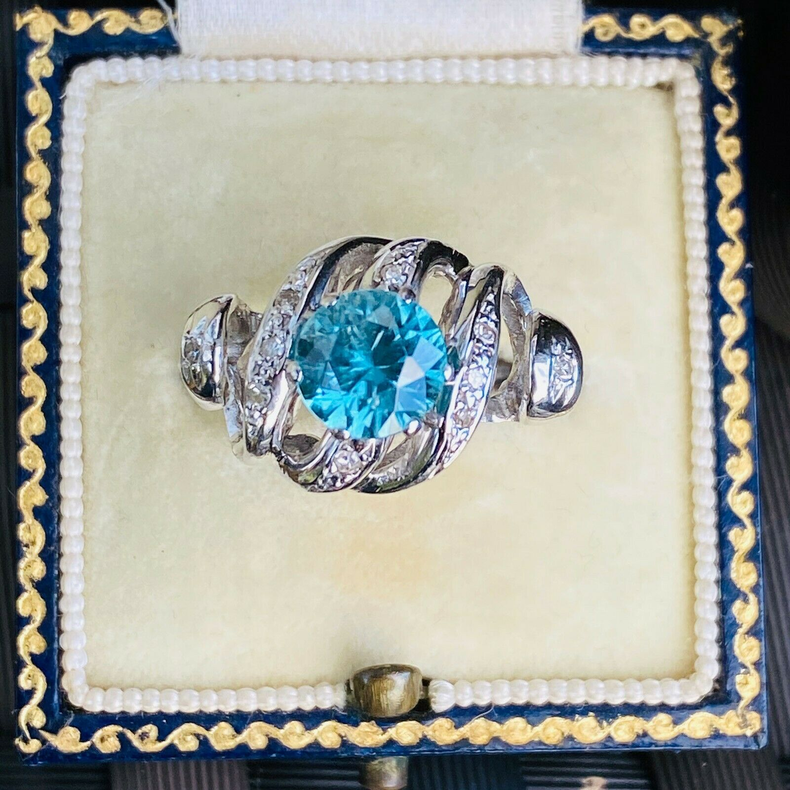 Stunning, 18ct, 18k, 750 white gold, blue Zircon and Diamond cocktail ring