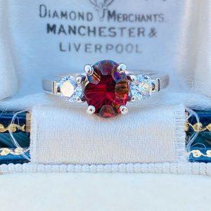 Stunning 18ct, 18k, 750 gold Garnet & Diamond (1.55ct), 3 stone engagement ring