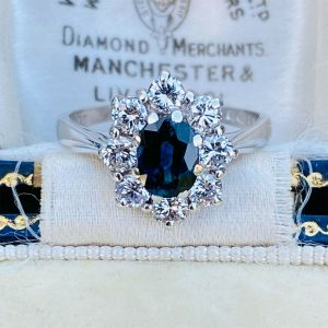 Gorgeous 18ct, 18k, 750 Gold Sapphire & Diamond (1.53ct) Cluster engagement ring