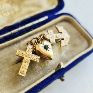 Victorian pinchbeck and green paste, faith, hope & charity brooch, Circa 1880