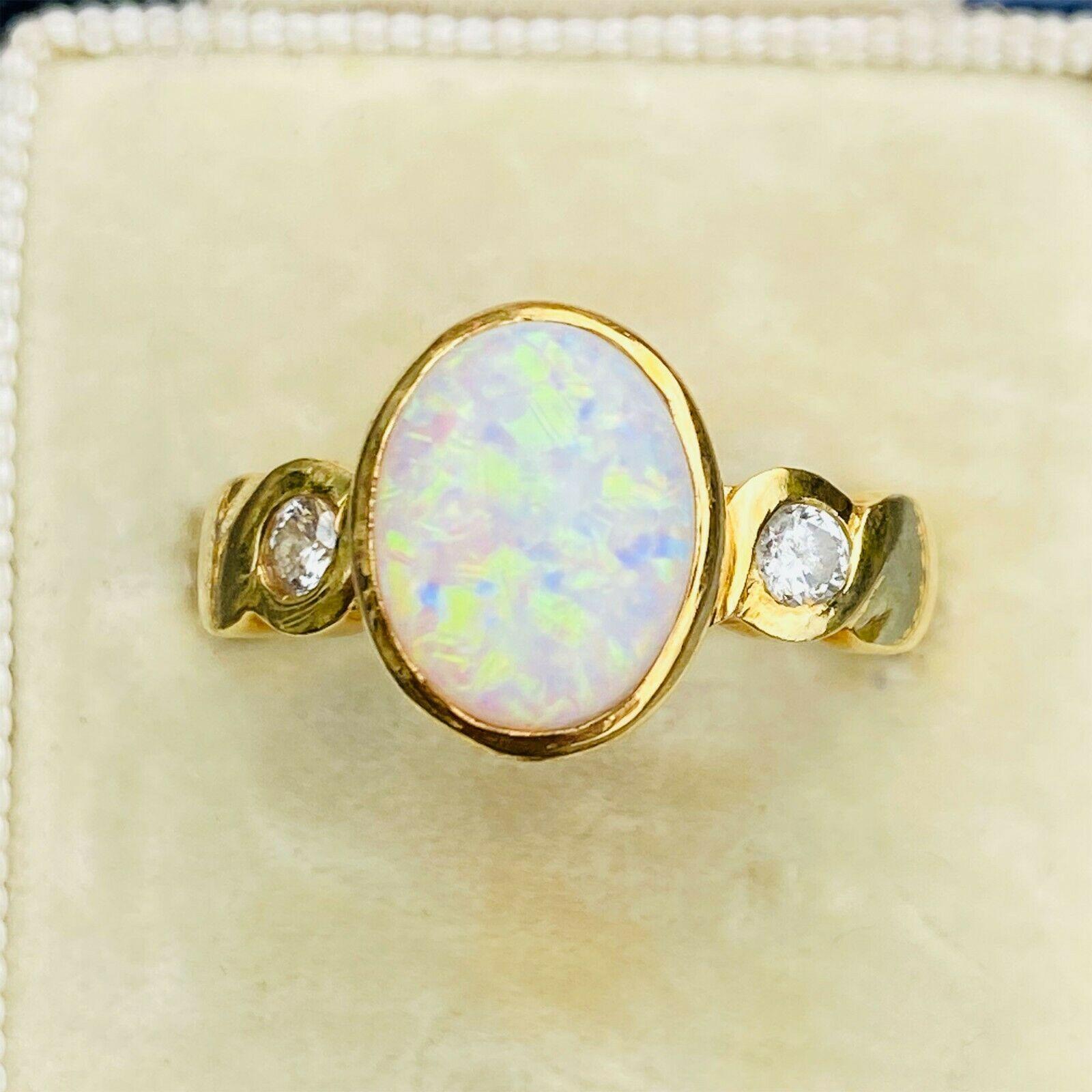 Stunning 18ct, 18k, 750 Gold Opal & Diamond three stone ring, date 1994