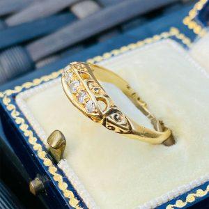 Edwardian, 18ct, 18k, 750 Gold diamond 5 stone boat ring, Dated 1906/07