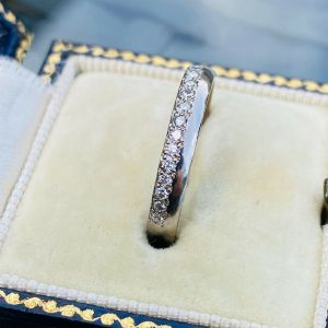 Gorgeous, 18ct, 18k, 750 white gold & Diamond 0.20ct half eternity, wedding ring