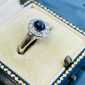 Gorgeous 18ct, 18k, 750 white Gold Sapphire & Diamond (0.47ct) Cluster ring