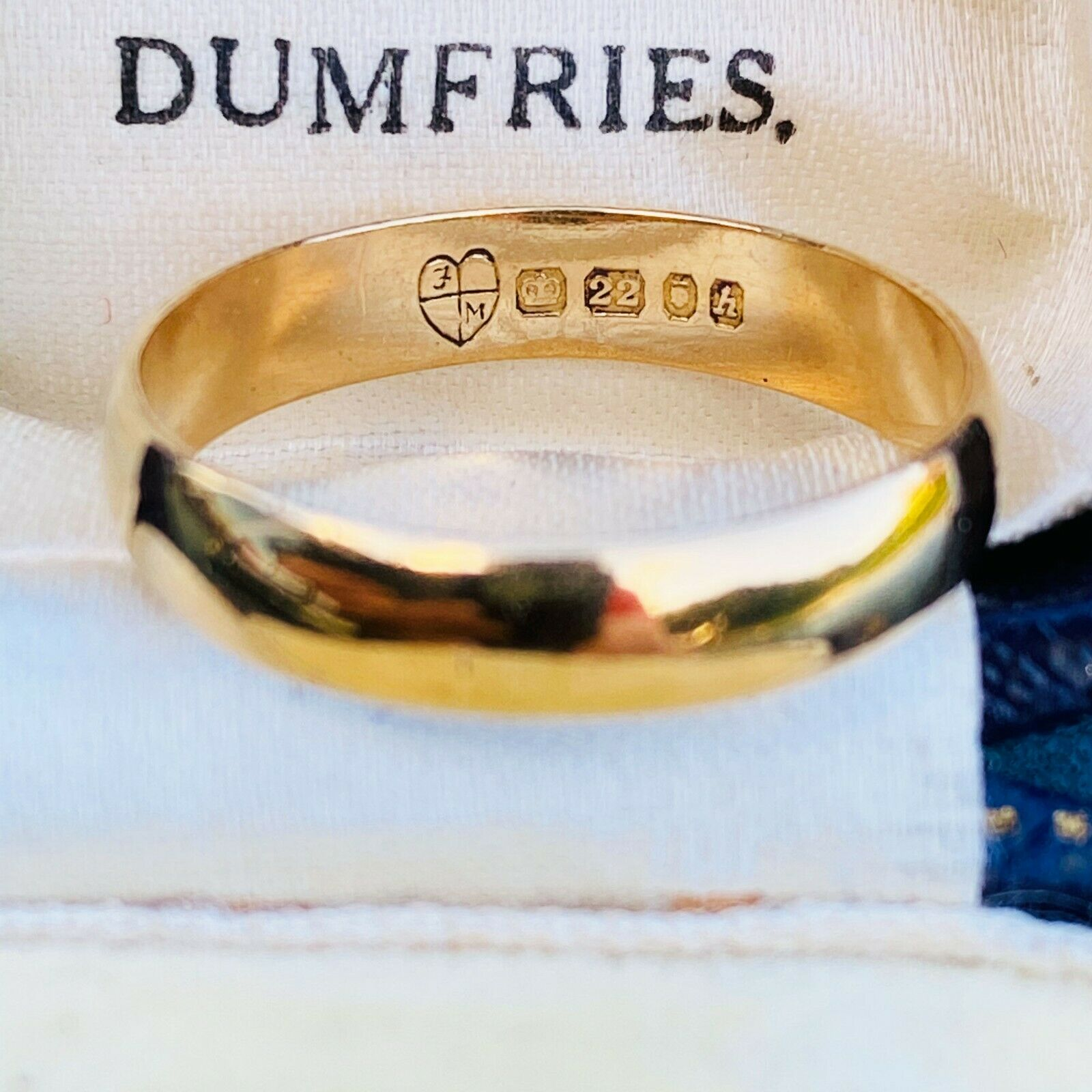 Vintage 22ct, 22k, 980 solid yellow gold D-shaped wedding ring, London 1963