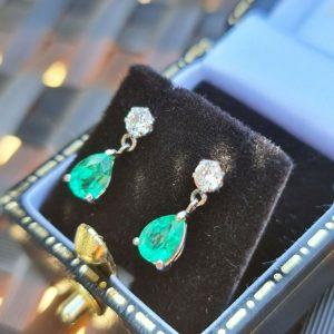 Stunning Platinum Emerald and Diamond (1.48ct) drop earrings