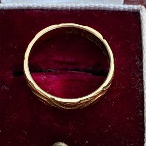 Gorgeous 18ct, 18k, 750 Gold engraved Wedding, band, stacker ring, Chester 1941
