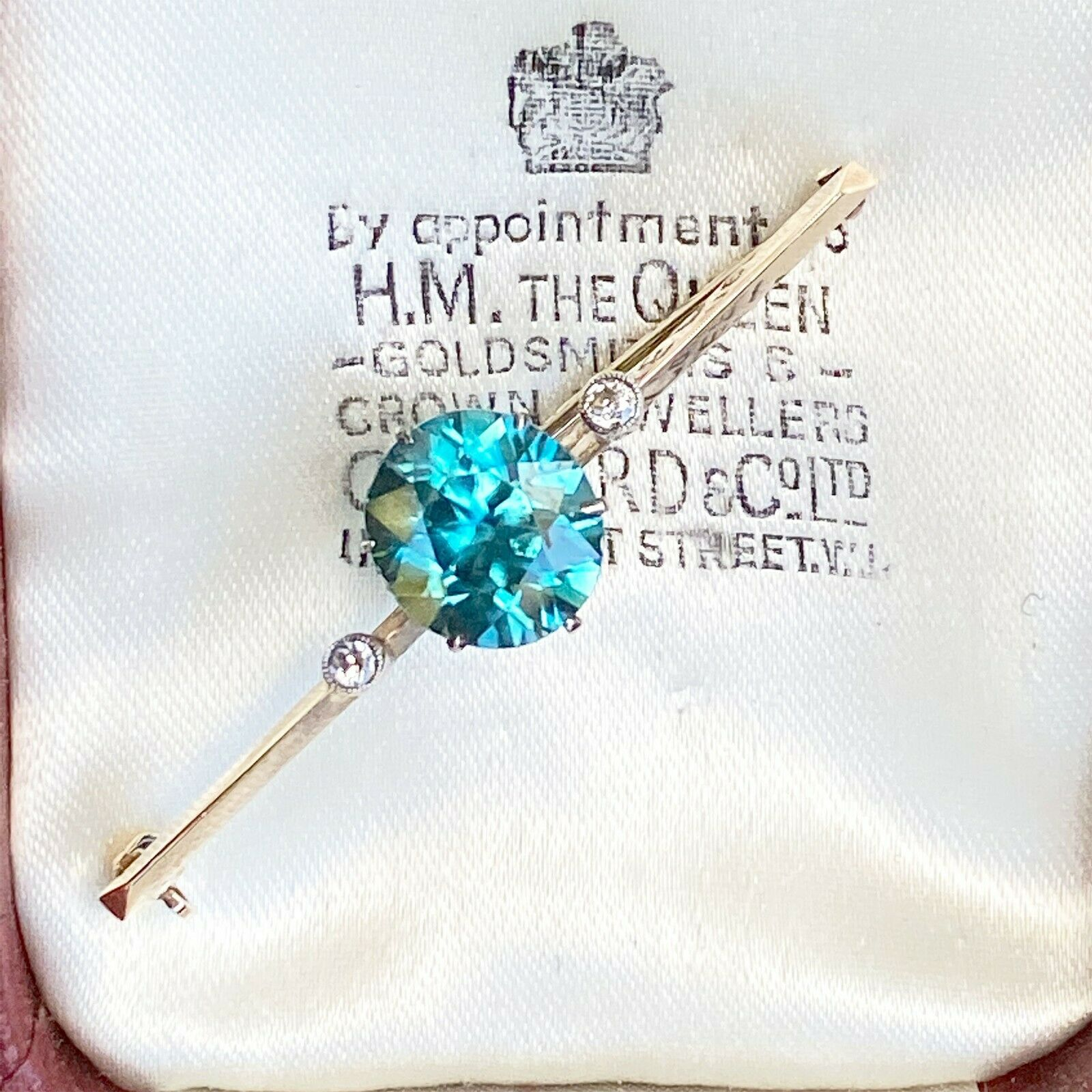 Edwardian 15ct, 15k, 625 Gold, blue Zircon & Diamond (3.86cts) bar brooch, C1910