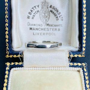 Vintage 18ct, 18k, 750 White Gold faceted Wedding, band, stacker ring, Dtd 1940