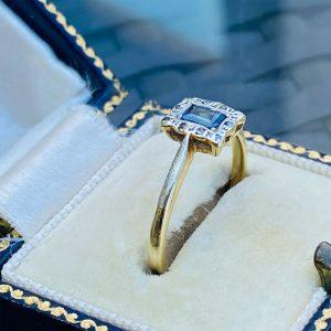 Art Deco 18ct, 18k, 750 Gold & Plat Sapphire and Diamond engagement ring, C1920