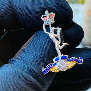Royal Corps of Signals regimental Gold, Enamel and Diamond sweetheart brooch