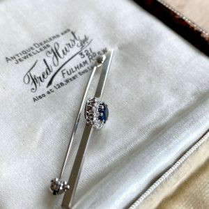 Gorgeous, 18ct, 18k, 750 white Gold Sapphire and Diamond cluster bar brooch