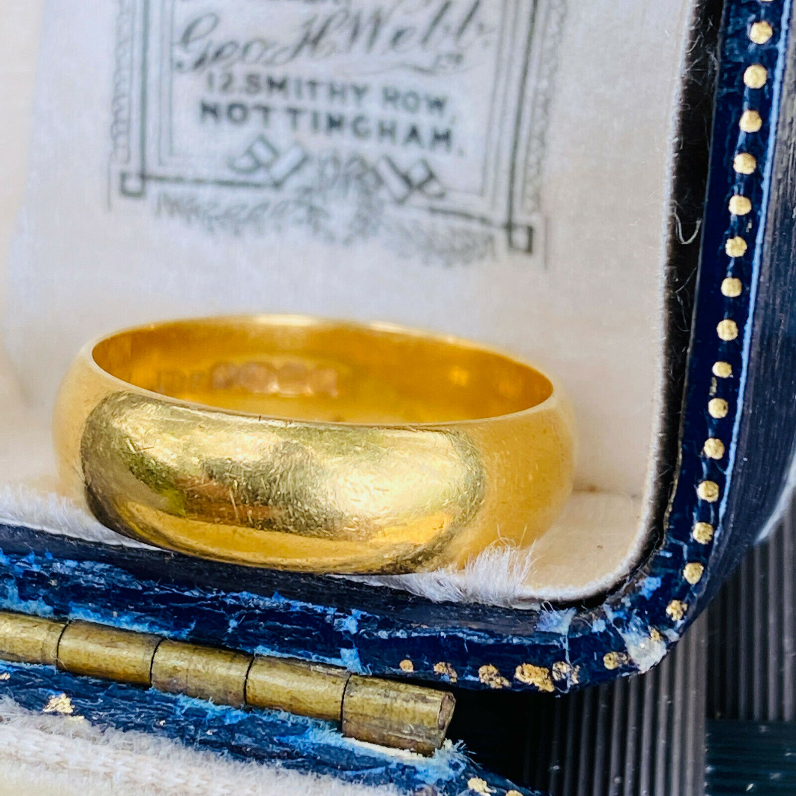 Vintage 22ct, 22k, 980 solid yellow gold D-shaped wedding ring, Birmingham 1994