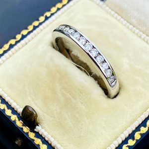 Stunning 18ct 18k 750 white gold Diamond 0.25ct half eternity, anniversary ring