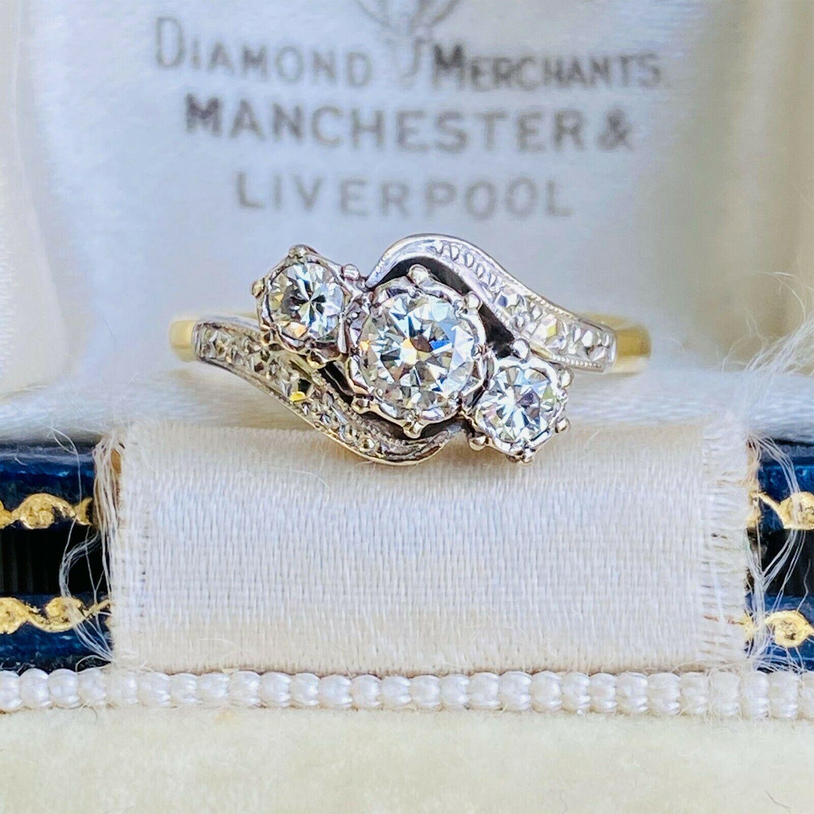 Art Deco 18ct, 18k, 750 Gold Diamond 0.37ct three stone twist ring, Circa 1930