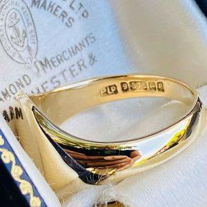 Retro, Gents 9ct, 9k, 375 Signet ring, hallmarked Birmingham 1941, Maker PPLD