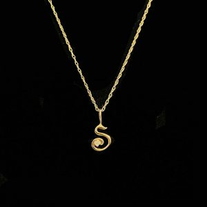 "Pretty 9ct, 9k, 375 Gold & Diamond snake pendant on 17.5"" chain"