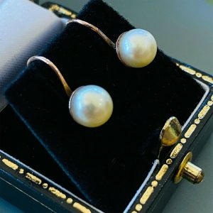 Classic pair of 9ct, 9k, 375 Gold Cultured, Saltwater 6.5mm screw Pearl Earrings