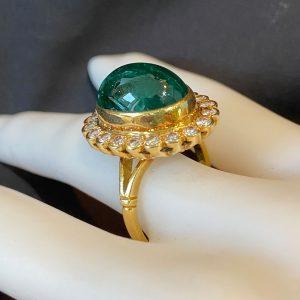 Stunning 18ct, 18k, 750 Gold Emerald & Diamond 8.60cts Cluster Ring, London 1985