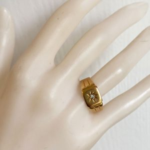 Gents, Vintage 18ct, 18k, 750 yellow Gold and Diamond Signet ring, Circa 1980