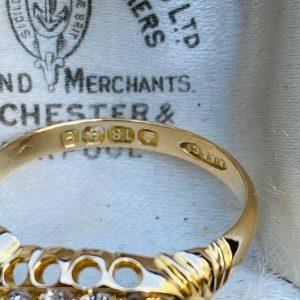 Edwardian, 18ct, 18k, 750 Gold diamond 5 stone boat ring, Dated 1904/1905
