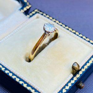 Vintage 18ct 18k, 750 gold Diamond 0.30ct solitaire engagement ring, London 1972