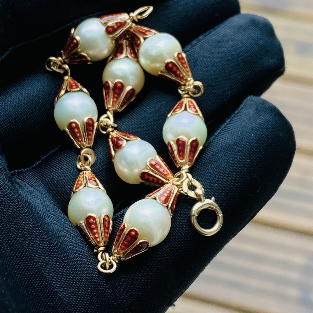 Art Deco 18ct, 18k, 750 Gold, Enamel and Cultured, Saltwater Pearl bracelet, Circa 1935