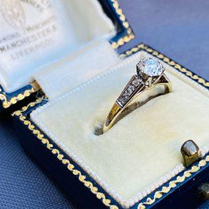 Art Deco, 18ct, 18k, 750 Gold & Platinum, Diamond (0.42ct) Solitaire engagement ring, C1920