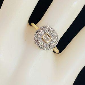 Lovely 9ct, 9k, 375 Gold, Diamond, Daisy, cluster engagement ring