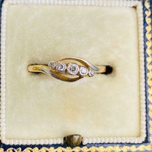 Edwardian 18ct, 18k, 750 Gold & Platinum Diamond 0.10ct five Stone engagement ring, Circa 1901