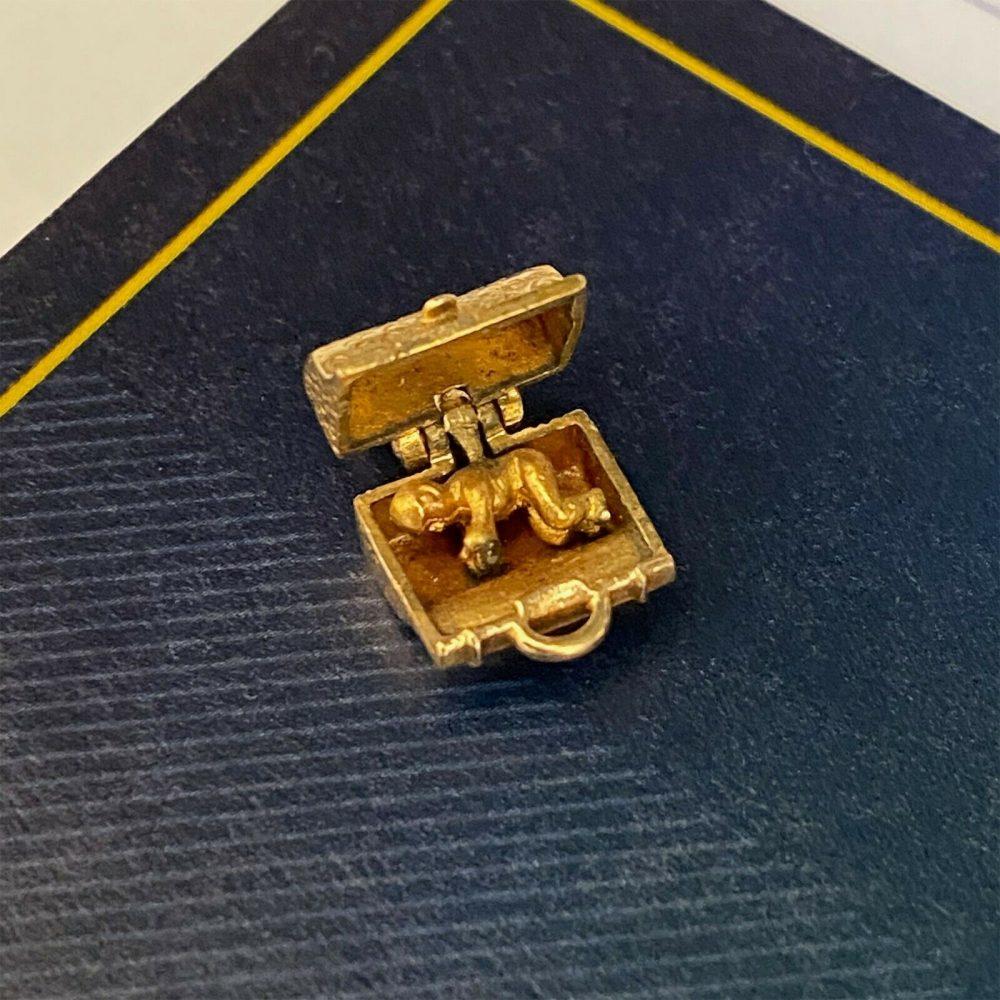 Vintage 9ct, 9k, 375 yellow gold Dr Stork Fertility bag, charm/pendant, Dtd 1964