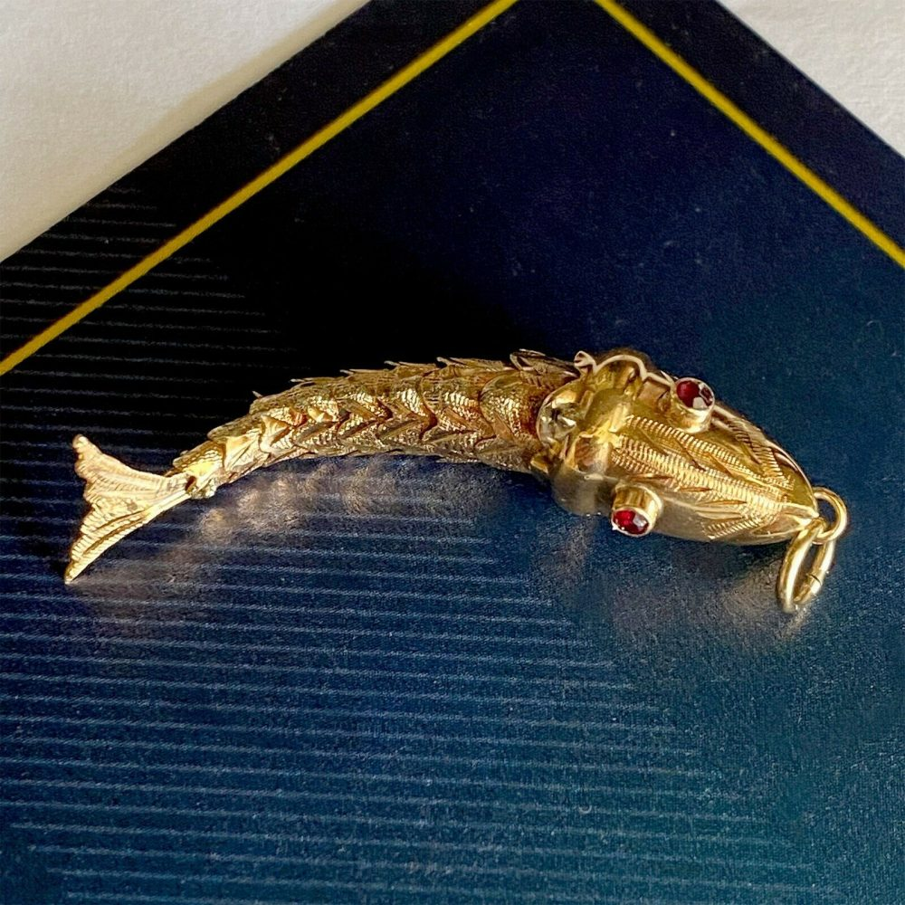 Vintage 18ct, 18k, 750 Yellow Gold & Garnet Large Articulated Fish Pendant/Charm